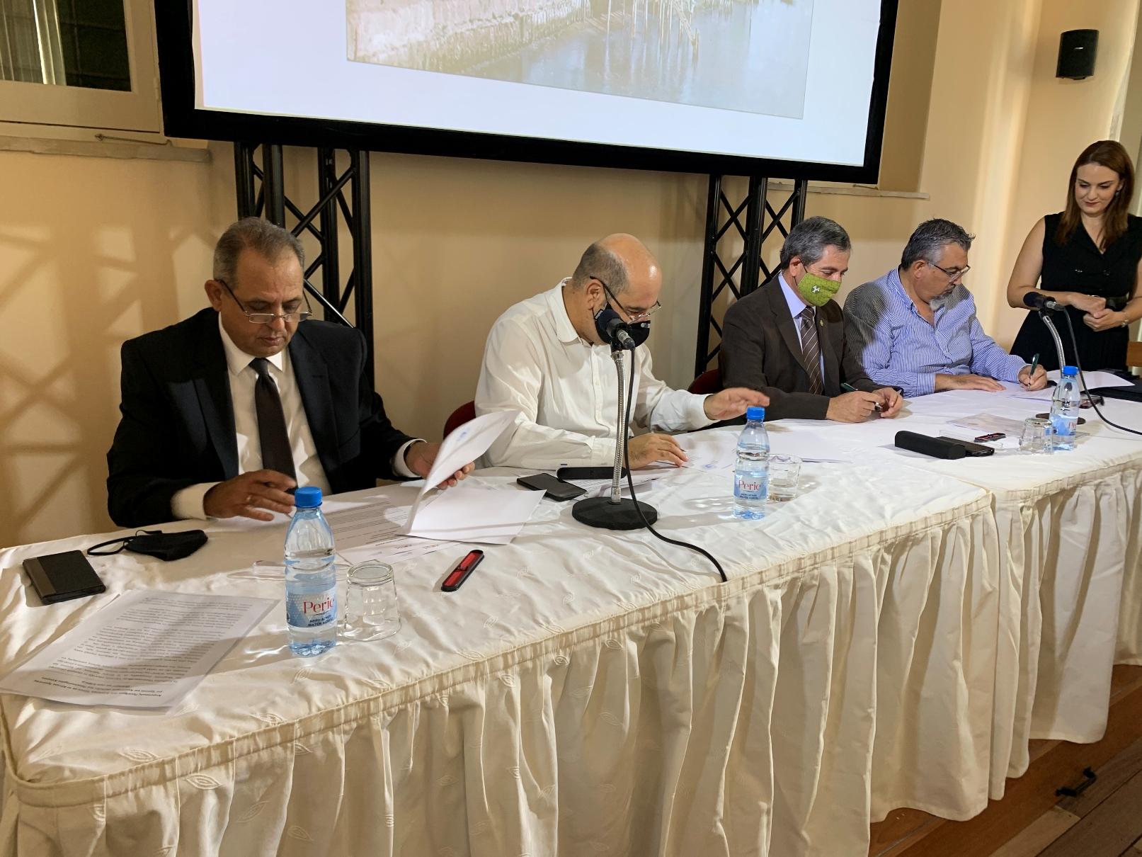 Υπογραφή Μνημονίων Συνεργασίας μεταξύ του Κέντρου Αριστείας «Κοίος» του Πανεπιστημίου Κύπρου, του Δήμου Λάρνακας και των Συμβούλιων Υδατοπρομήθειας και Αποχετεύσεων Λάρνακας